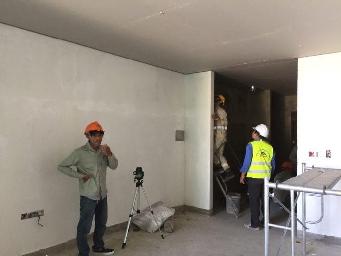 Xây tường, trát tường và hoàn thiện mặt trong các tầng 6, 7, 8