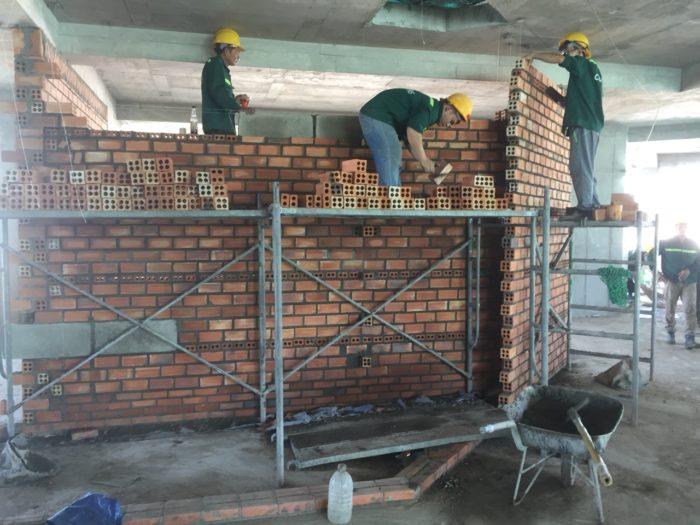 Xây tường căn hộ các tầng 13, 14, 15, 16